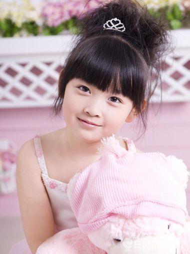 韩式小女孩发型盘发步骤 小女孩简单盘发发型图片