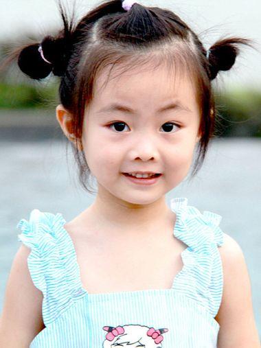 發型設計 兒童發型 >> 韓式小女孩發型盤發步驟 小女孩簡單盤發發型