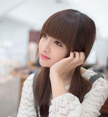 齐刘海发型扎法 修剪齐刘海,后面的是长发图片