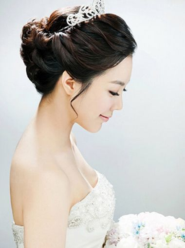 短头发新娘盘头发有多少种盘法 短发新娘盘头_发型师姐图片