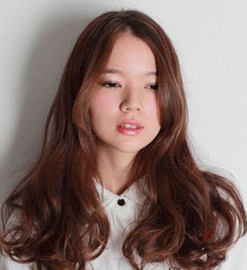 发型脸型 圆脸 >> 脸胖女生短发发型图片 胖圆方脸适合的发型  中分的图片
