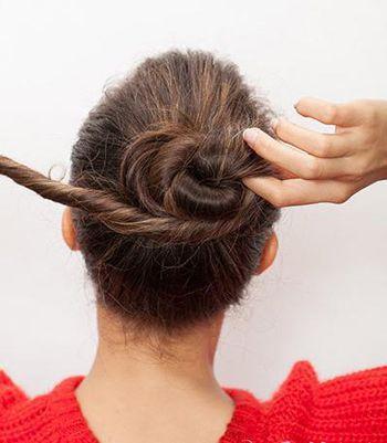 及腰长直发的扎法 中发直发扎法丸子头图片