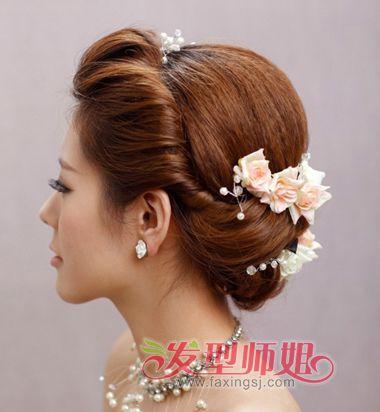 宴会版的中年女士盘发发型图片