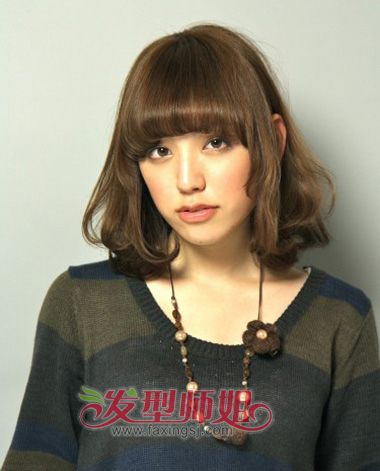 冬季齐刘海内扣中长发卷发发型-冬日长发如何打理发型 简单好打理的