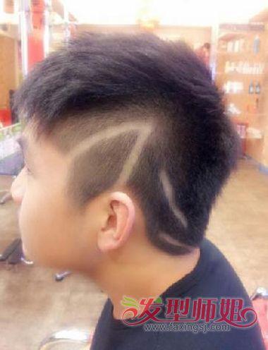 男生高中用什么发型好看 鬓角刻字男生发型(3)图片