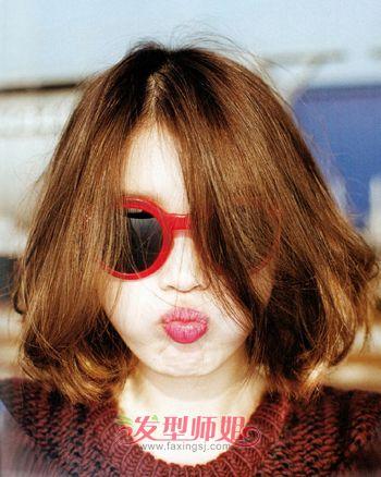 胖脸女中分亚麻色微卷短发-怎样的脸适合怎样的发型 什么脸型适合什图片
