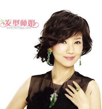 圆脸中年女性短发发型 中年女发型设计与脸型搭配(3)图片