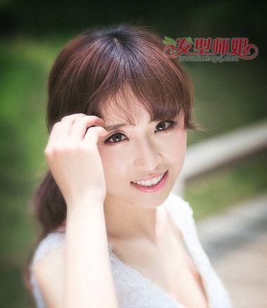 35岁女瓜子脸适合什么发型 瓜子脸适合的中年发型(3)