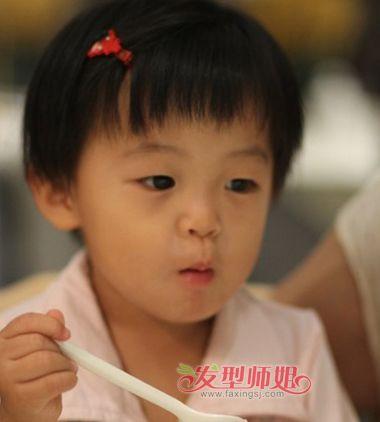 儿童瓜子脸空气刘海短发梳发发型
