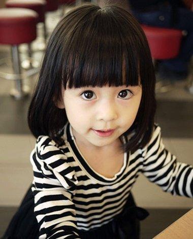 发尾直接过成内扣的样子, 离子烫发型会让头发看上去很蓬松饱满, 儿童图片