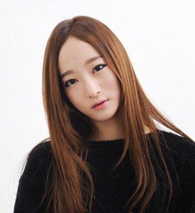 额头短窄中长直发发型 普通女生直发型图片