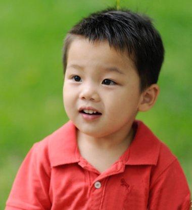 4岁小男孩发型图片 利落男生发型