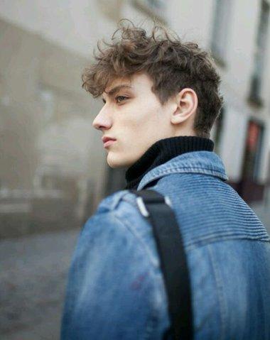 欧美男士前梳小卷烫发发型-欧美男星超短发发型 最新男生超短发型 发