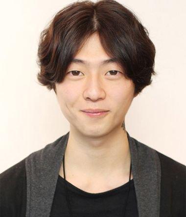 韩国男生中分短发 韩国男明星短发中分