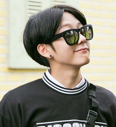 分享到  更加个性十足的一款 男生发型,韩国男生中分波波头短发发型图片