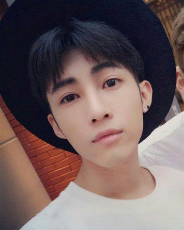 韩国男生中分短发 韩国男明星短发中分(4)