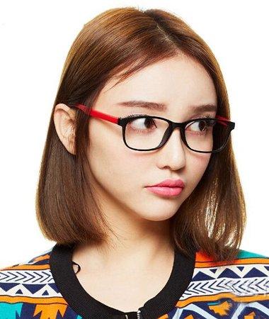 轻熟女中分戴眼镜齐肩短发发型