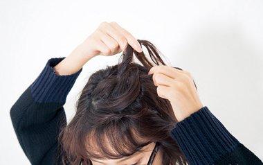 发型diy 短发扎发 >> 中学生短头发夏天怎么弄好看 短头发的夏天扎法