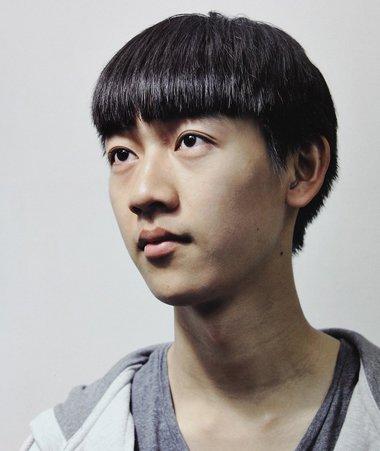 男生平直刘海短发发型图片