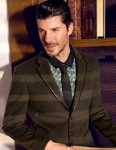 欧美男士复古后梳纹理烫短发发型图片