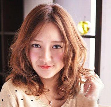 梨形脸的女孩子还是很可爱的,在萌化的少女形象,从来都比其他的脸型要图片