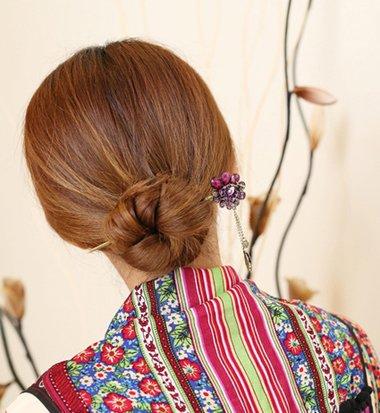 簪子的盘发方法图解中短发直发 中短发直发盘发(3)图片