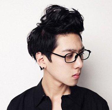 男生眼镜发型设计与脸型搭配 戴眼镜的发型设计与脸型