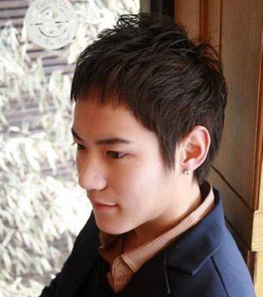 男生超短发前梳碎发发型-男士发际线高适合什么发型 发际线高的男生