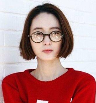 短发戴眼镜穿什么好看 戴眼镜的中分短发女 发型师姐图片