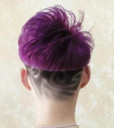 男生紫红色锅盖头短发发型图片