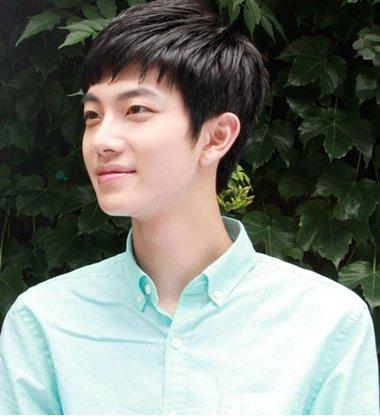 男生,20,学生,重分求助,灰色风衣里面搭配什么颜色v领图片