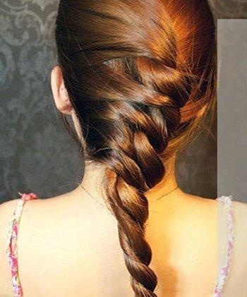 长直发女生扎韩式发型图解3