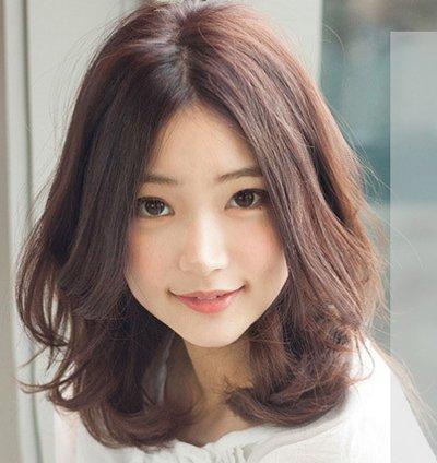 齐肩中分内扣短发发型 气质中分内扣短发发型(4)