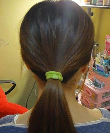 黑色中长发直发怎么梳头好看 少女黑色长直发扎法图片