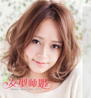 女生中分刘海-今年最流行的短卷发发型 女生时尚短卷发发型图片图片