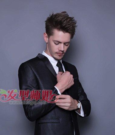 男的适合自己的发型  平齐发尾是西瓜头发型最大的特点,这款烟花烫图片