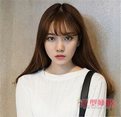 长脸适合的发型图片  可爱甜美的小女生偏爱双 麻花辫造型,韩式薄刘海图片