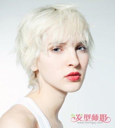 方脸,脖子短的女生适合什么发型?
