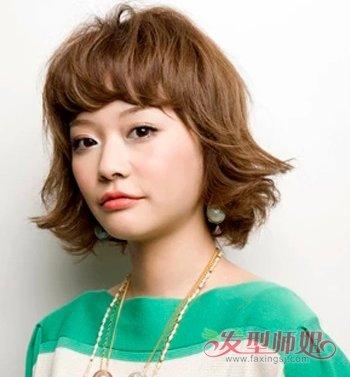发型可爱斜刘海翻翘短烫发图片发型短齐刘海的女生短发图片