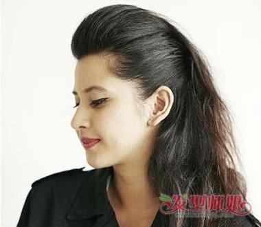 女生黑色长发半扎发发型图片