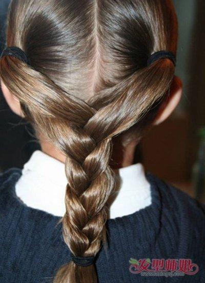 小女孩梳辫子的各种方法 给小女孩梳小辫的方法(4)
