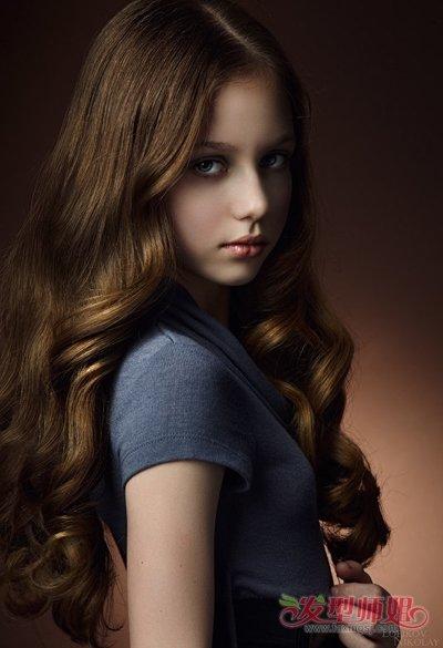 中分长发_中分中长发大卷发发型 有关卷长发女学生发型_发型师姐