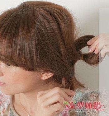 自己扎卷发简单好看的步骤 自来卷发如何扎头发(2)
