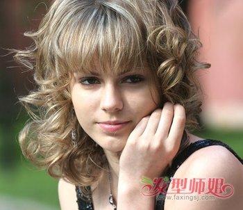 俄罗斯美女全头卷发发型 甜美中长卷发发型(3)图片