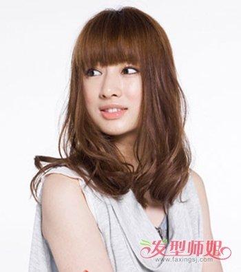 大卷发该配怎样的刘海 好看的女生大卷发发型图片(4)图片