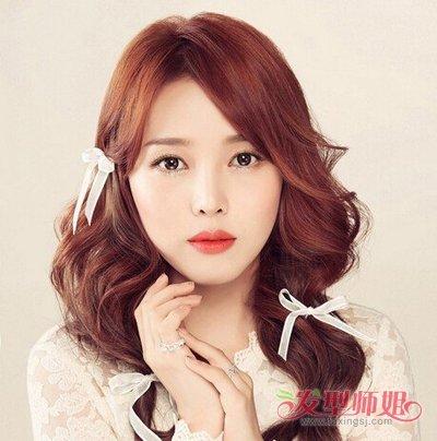 韩国波浪大卷发图片  比较适合学生的一款大波浪造型,中分的轻盈长发图片