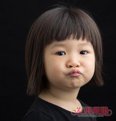 >> 2017年女童时尚短发发型 最新女孩短发发型  温婉娴静的小女孩年纪图片