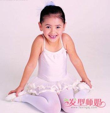 发型设计 儿童发型 >> 短发幼儿舞台全部扎起来发型 适合短发宝宝的绑