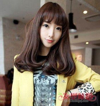>> 女生长头发下面内扣 女孩最简单的长头发造型  平齐的 刘海让带有图片