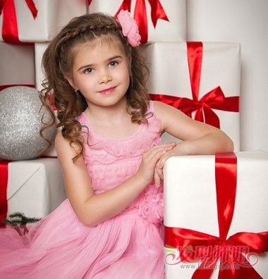 发型设计 儿童发型 >> 适合长头发小学生扎的公主头发型 小学生长头发